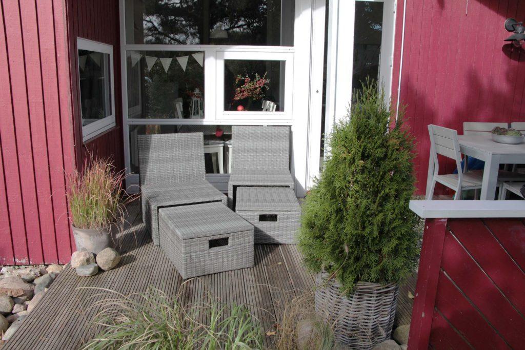 2 neue Loungesessel machen es auf der Terrasse noch gemütlicher